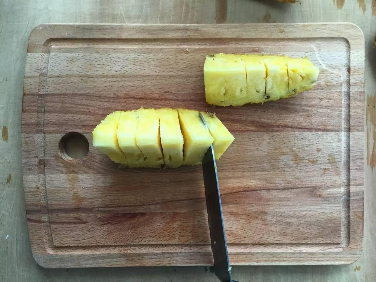 两分钟内切整个菠萝,这方法太好用! - xm6578285 - 熄灯一小时,世界将因你而改变!