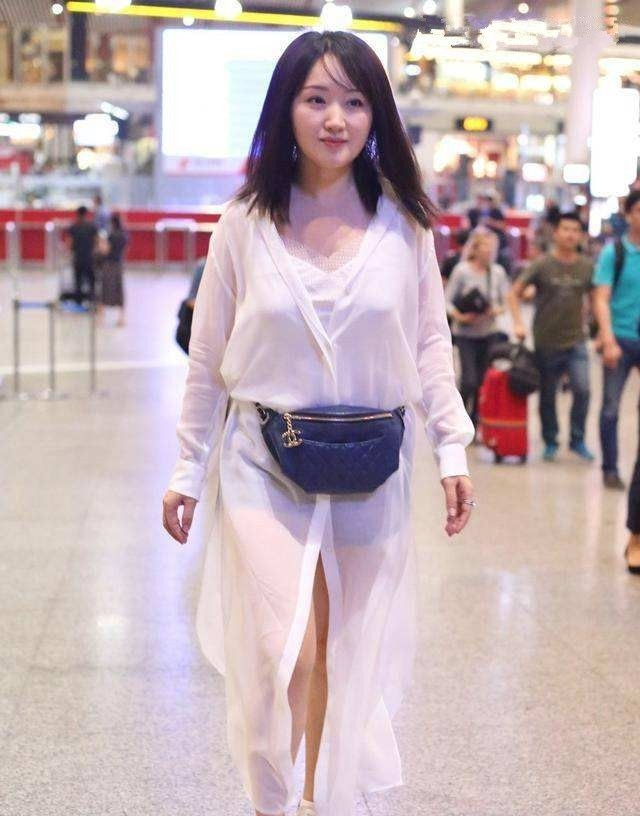 杨钰莹放开了穿!短裤几乎比上衣还要短,看到腿我瞬间闭嘴了!插图(2)