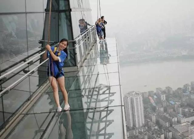 广州周边高空玻璃栈道,无护栏零距离接触空中美