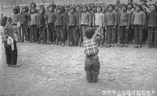 说了你不信,9岁小孩上战场,日军看见后都感到佩服!