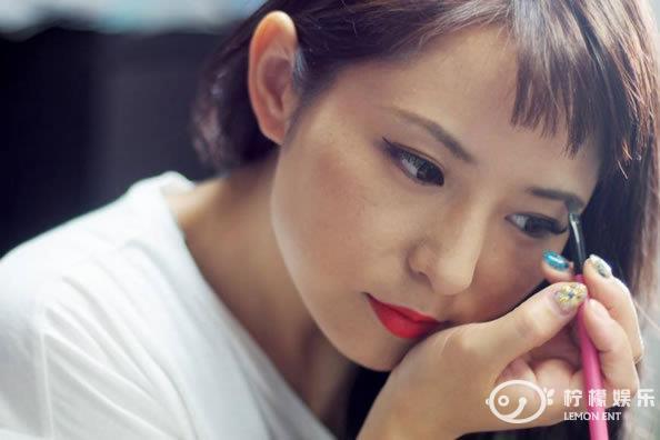 日本女性眉毛竟与日本经济息息相关