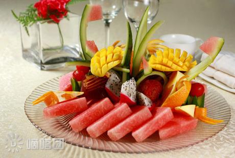 苹果 黄瓜 西瓜和葡萄简单的水果拼盘图片及做法
