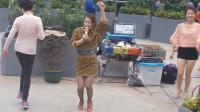 三公主蹦蹦跳跳上演最活泼《小苹果》, 这婀娜多姿的扭舞简直看不够啊