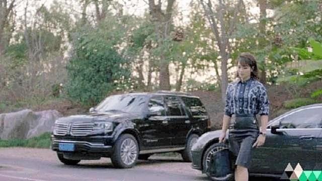 比蒋欣还壮?刘涛被肚子上的游泳圈和大象腿出卖了!'/