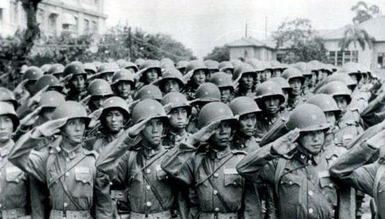 <b>陈毅是司令员,党中央为何又授予粟裕军事指挥权?</b>