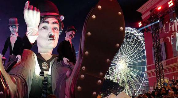 法国尼斯狂欢节精彩进行 恶搞雕像引人注意