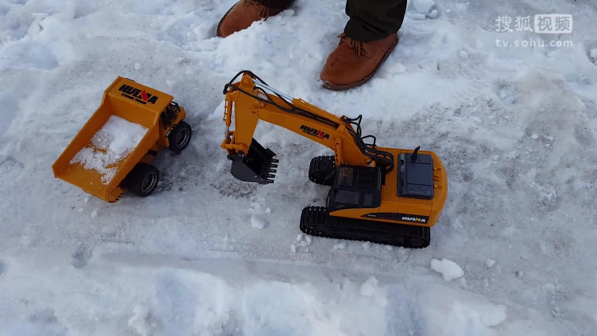 儿童玩具车挖雪装车