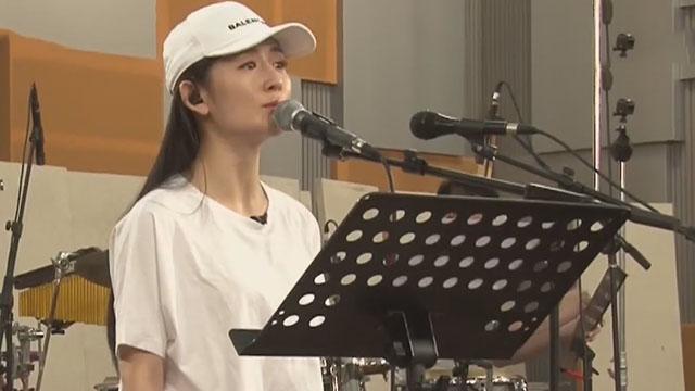 """《每日文娱播报》20170527谢娜唱歌""""不正经"""""""