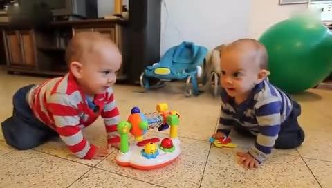 外国萌宝宝搞笑视频 超萌双胞胎宝宝搞笑视频集锦!