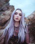 银白长发加美颜仙气加倍 美国精灵系模特正妹