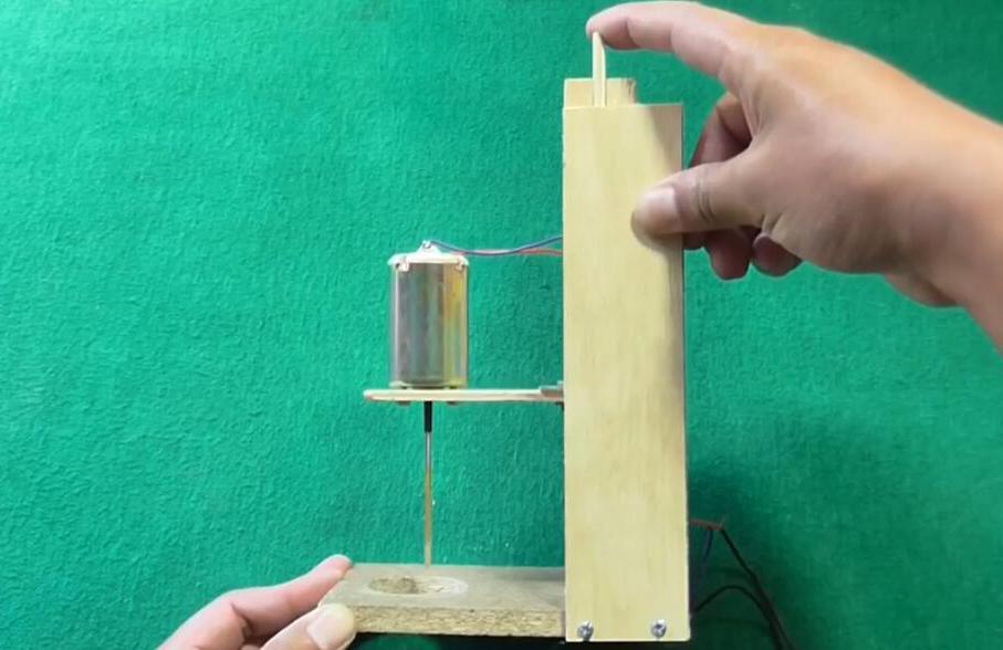 木板 手工制作木工电钻-创意手工作坊搞笑和牛人合集-创意手工作坊