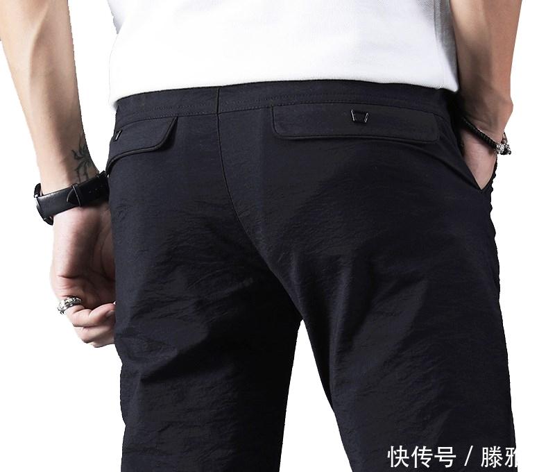 """<b>黑裤子不吃香了,现在流行""""速干裤,干净利落不粘腿,男人味尽显</b>"""