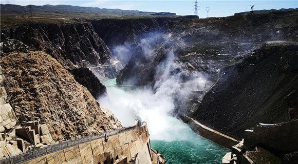 时隔6年 黄河上游最大水电站开闸泄洪