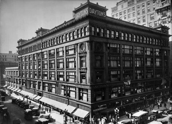 """百年历史的百货大楼翻新意外惊见""""木乃伊猴"""""""