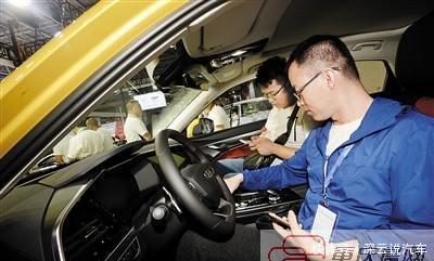 买燃油车还是新能源车?不少人在车展上犯难