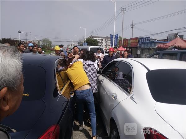【转】北京时间      两辆大奔街头斗气 一女司机险被脱光 - 妙康居士 - 妙康居士~晴樵雪读的博客