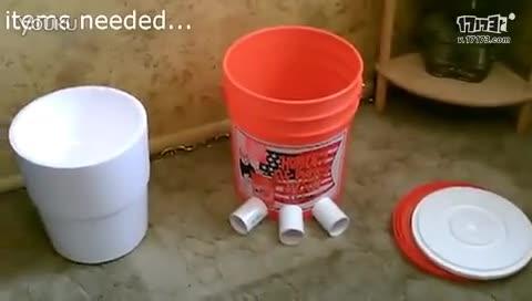 男子用水桶自制空调
