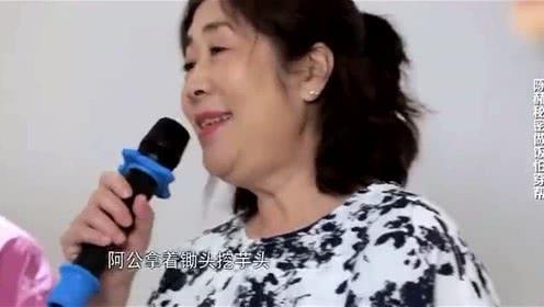 陈赫妈妈来K歌,这首《天黑黑》口语和陈赫有一拼!