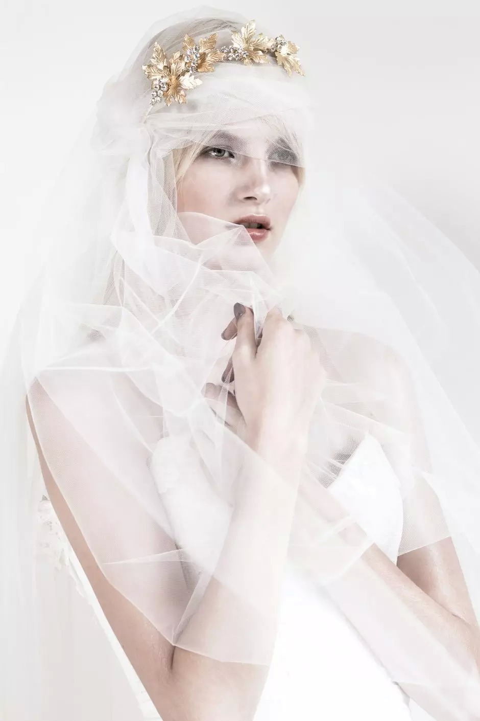 来自澳洲的婚纱设计师mariana hardwick于近日发布了她的最新系列,有