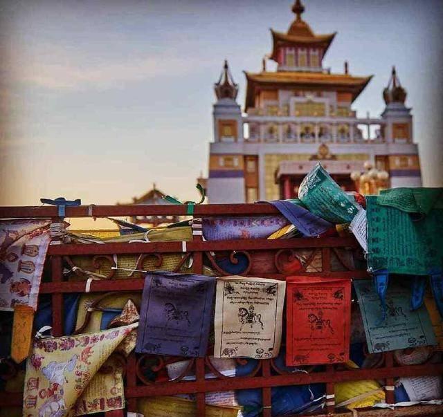 欧洲唯一信奉佛教的国家,祖先来自中国,和中国的新疆有关系_图2