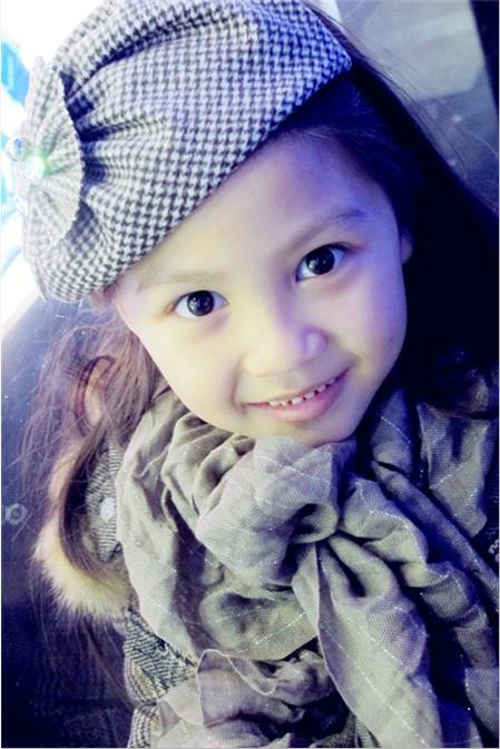 姓名:欧阳佳彤 生日:2005年11月7日 小公主造型(4张) 年龄:九岁 英文