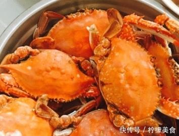 """蒸螃蟹时,最""""怕""""直接蒸,牢记这一步,蟹肉鲜嫩无腥味,收藏了!"""