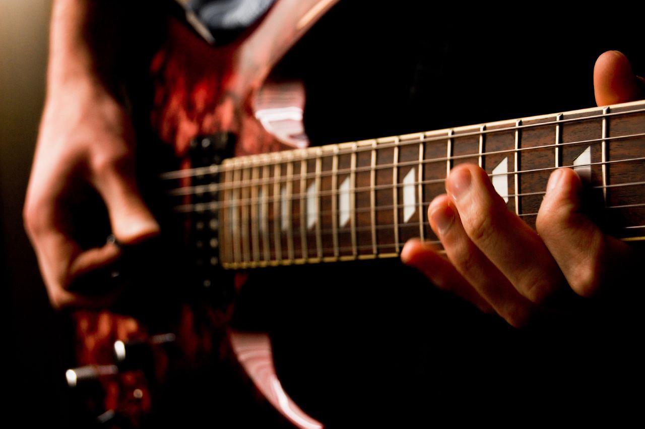 图-电子吉他-Feliciano Guimarães(CC BY 2.0