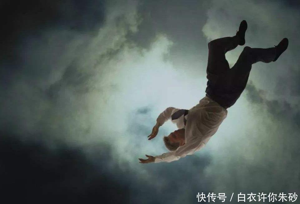 """你睡着的时候有突然产生""""坠落""""感吗原因你肯定意料不到"""