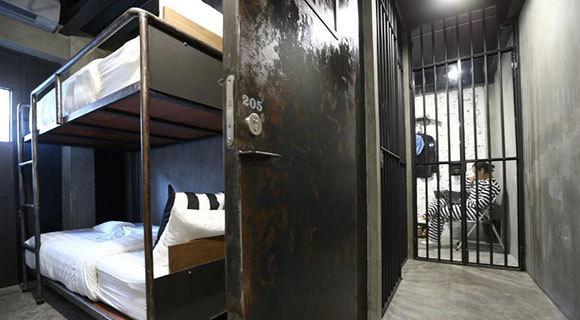 泰国推出监狱主题酒店 客人穿囚服入住