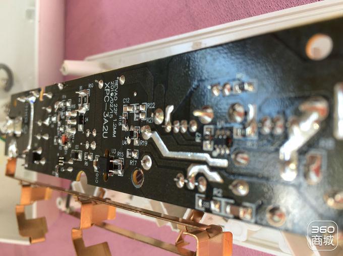 > 试用报告   ▲ orico  xpc-3a2u电路板上的商标采用白色印刷,清晰明