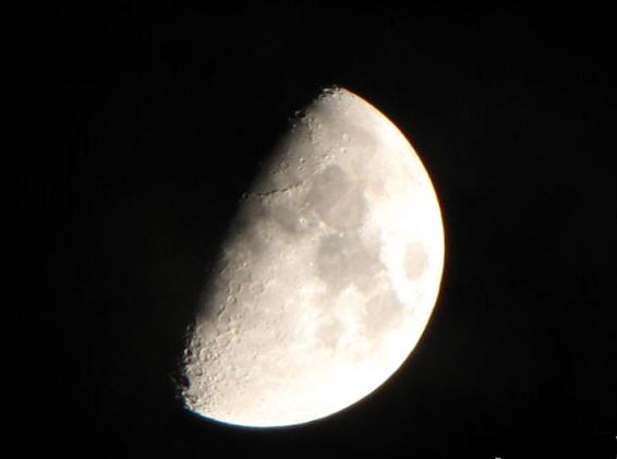 如何拍摄出唯美的满月照?