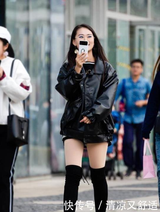 路人街拍:微胖身材的小姐姐,轮廓性感分明,傲人身材不一般