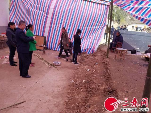 【转】北京时间      陕西一妇女阻挡压路机驶离时被压当场身亡 - 妙康居士 - 妙康居士~晴樵雪读的博客
