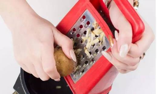 她把土豆片放进保温杯摇了一下 结果吓到所有人 - 行者 - 行者 的博客