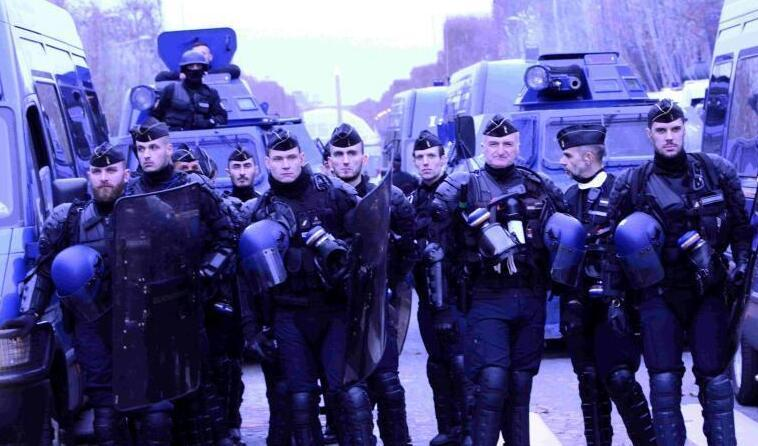 巴黎新一轮大规模示威 法国警察严密戒备
