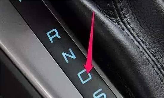 自动挡汽车的操作误区,老司机:有4条不能做错!