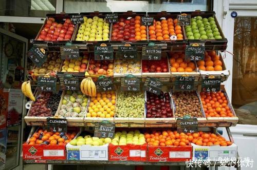水果摊上那么多催熟的,要怎么去辨别呢,教你一招