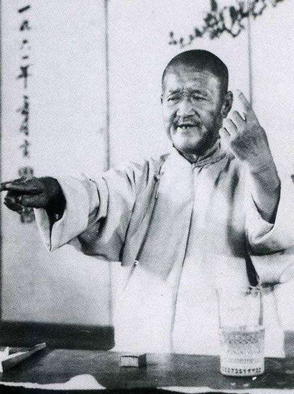 """他曾极力模仿相声宗师张寿臣,谁料想落个""""张不开""""的外号"""