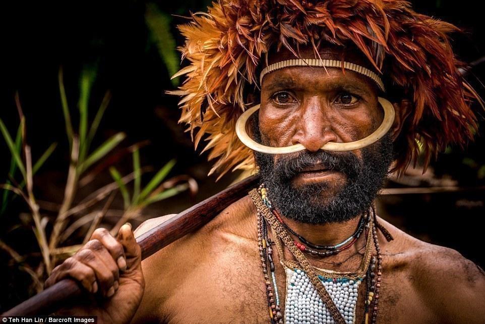 印尼土著神秘习俗:亲人去世女性须断指