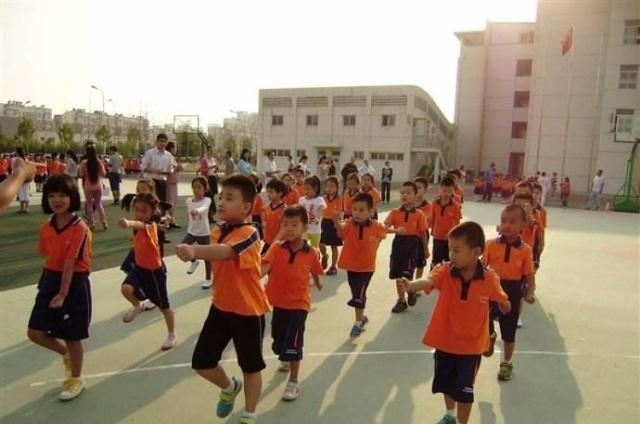 深圳班霸小学生,全班47人他欺负45个,班会们的小学生行为规范家长ppt图片