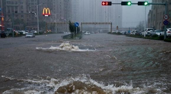 """台风""""温比亚""""登陆大连 市区开启看海模式"""