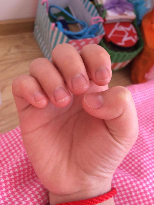 短指甲也可以在上面画小动物或者是水果之类的,很可爱的