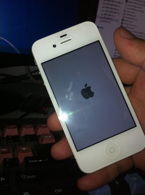苹果手机突然成白屏黑苹果标志了怎么回事图片