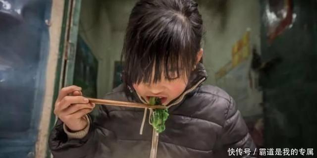 <b>为救弟弟,9岁女孩每天狂吃3碗面,父亲看了偷偷抹泪</b>