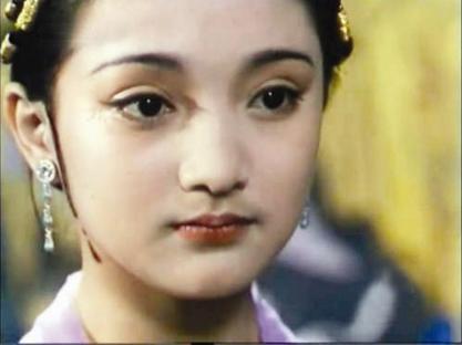 女星十几岁照片:李小璐可爱周迅妩媚,而一直清纯的她却整容!