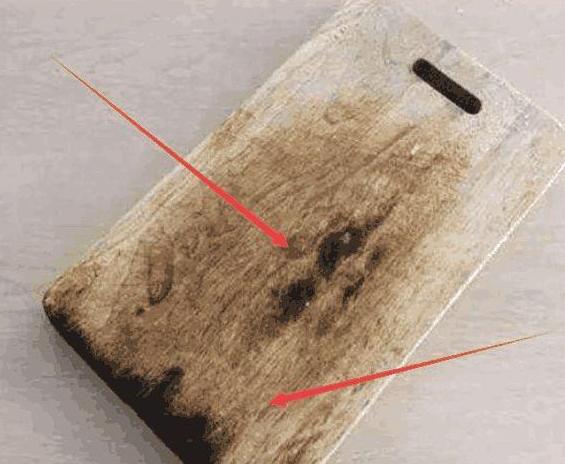 """木菜板用久了发霉开裂?清洁时只需倒点""""它"""",菜板洁净如新"""
