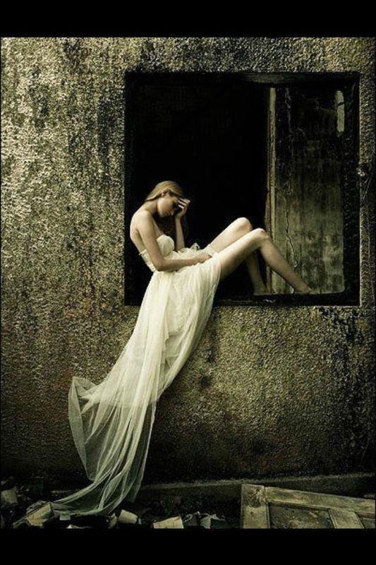 唯美的女生侧面,背影图片,背景要唯美的风景.拜托了.各位.做头像的