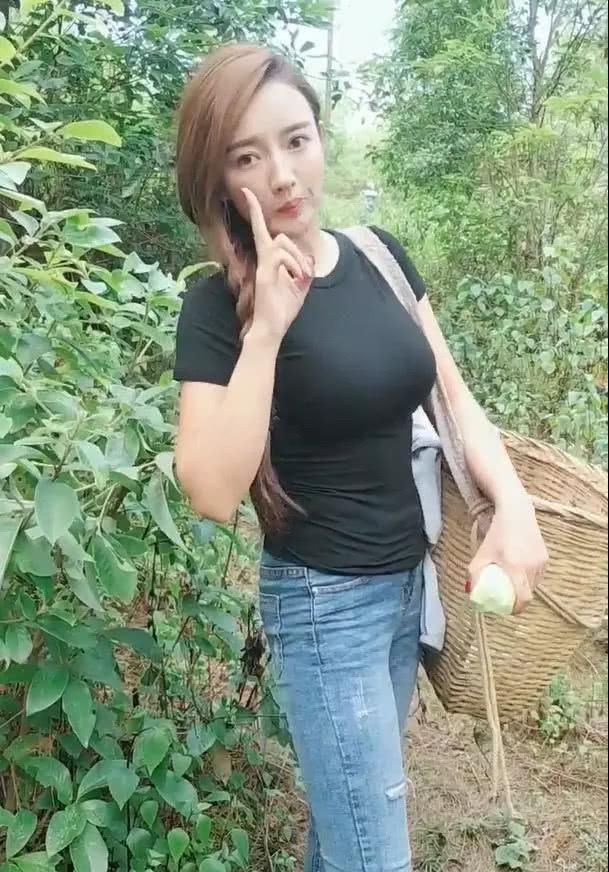 农村小丝袜上山采私房,一脸狂野惹人爱,少女风蘑菇姐姐情趣清纯图片