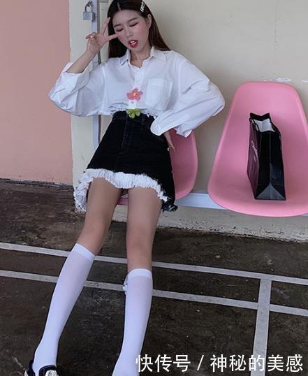 <b>炎炎夏日各式各样的半身裙,稍微简单搭配一下,美丽又清爽</b>