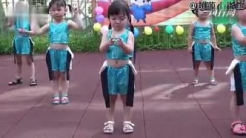 视频 幼儿园表演 乱跳舞蹈 可爱颂 超萌小彤宝
